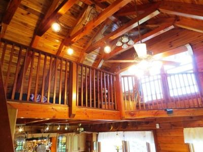 Mountain Lodge Realty Moonshine Ridge Loft overlooks living room