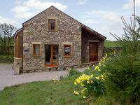HOLLY LODGE, pet friendly, with a garden in Giggleswick, Ref 993