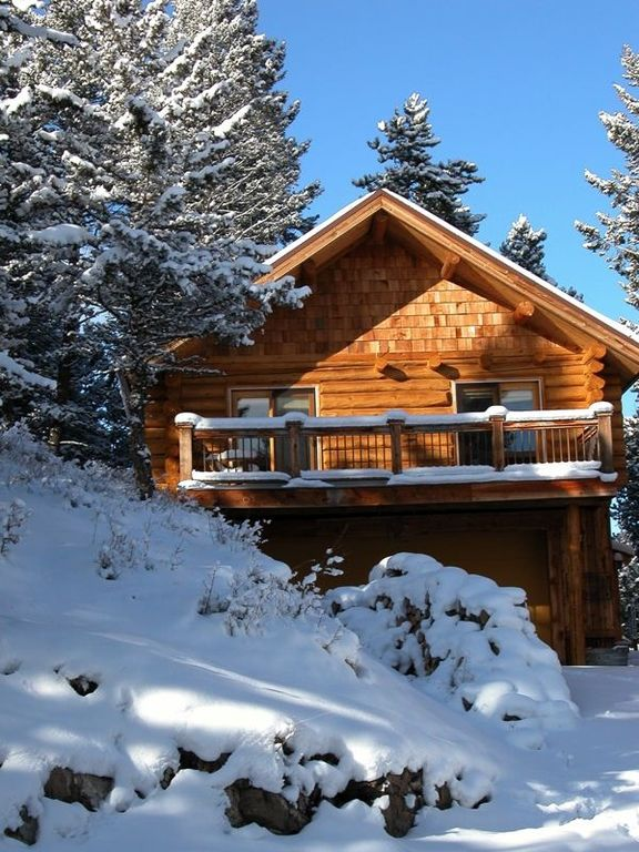 Blue Moon Cabin in winter.