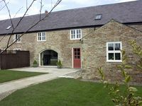 THE RED BARN, family friendly in Longframlington, Ref 1562