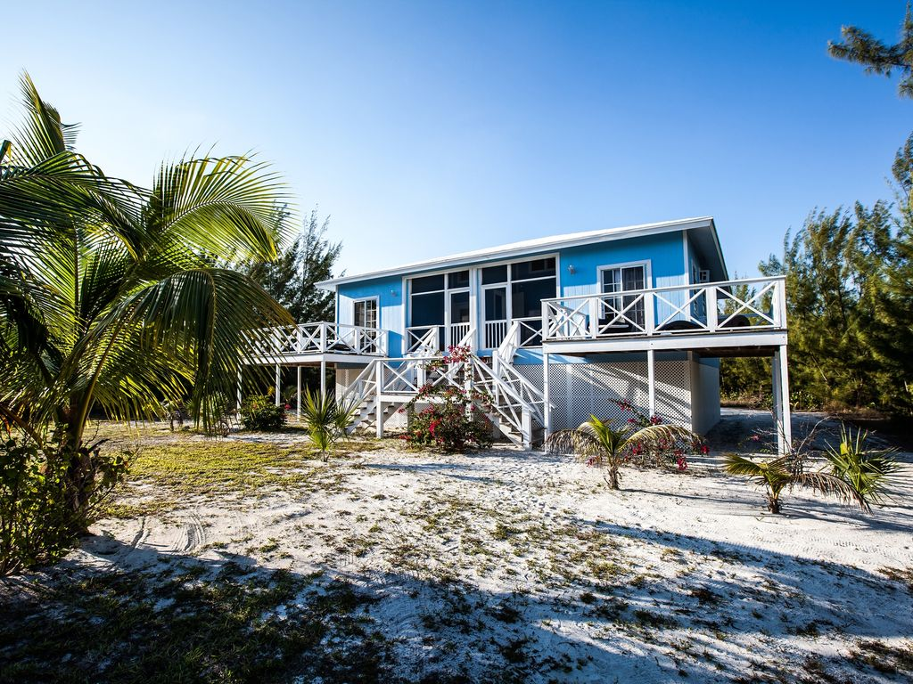 Typical bahamian house duplex private beach with deck for Beach houses for rent in bahamas