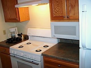 Hampton Beach townhome photo - Kitchen with oven, microwave and fridge