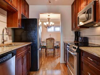 Victoria townhome photo - Stainless and granite kitchen fully equipped to cook up your favorite meals