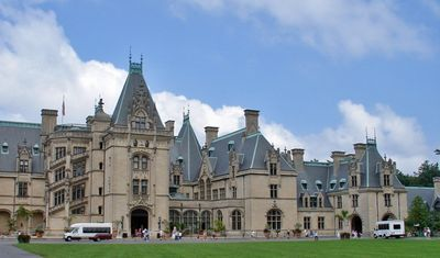 Less than 1/2 hour to Biltmore Estate and Asheville