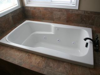Luray cabin photo - Master jacuzzi tub