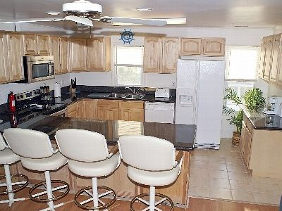 Newly remodeled, very well equipped kitchen