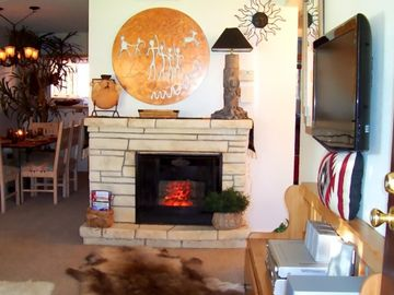 Mesa condo rental - Decorative Fireplace and HIGH DEFINITION Samsung