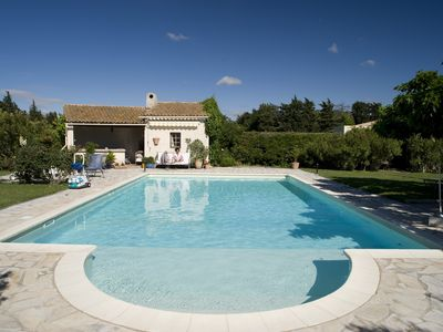 Comfortable apartment 100m² in Provencal mas with large garden and pool