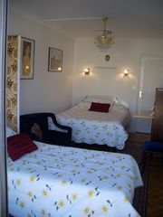 11th Arrondissement Bastille apartment photo - Bed room 1 with balcony Bed 140 - Bed 90 - desk