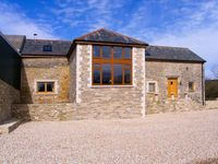 THE OLD BARN, pet friendly, with a garden in Swanage, Ref 906024
