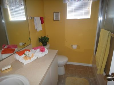Hampton Lakes house rental - 4th upstairs bathroom with tub/shower combination
