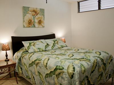 Kihei condo rental - Bed with reading lights