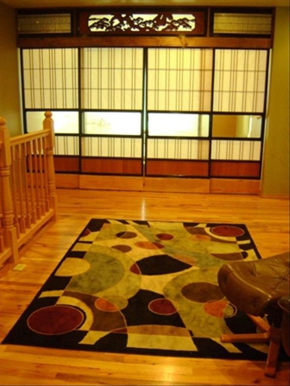 Girdwood house rental - Shoji doors