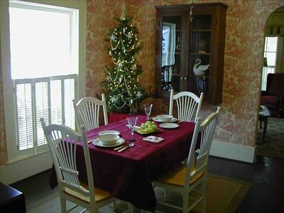 Comfortable dining at Swan Cottage