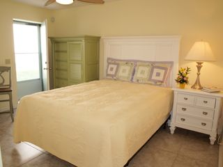 Jacksonville Beach townhome photo - Queen Bedroom on Lower Level w/door to patio