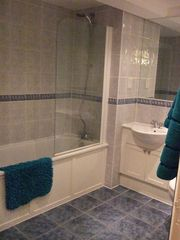 Canary Wharf & Docklands apartment photo - Bathroom One