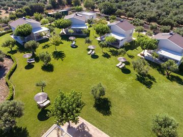 Beautiful private villa with A/C, WIFI, TV and parking