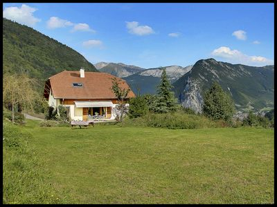 ONLINE BOOKING 4 star chalet, jacuzzi, great views, 20 mins from Lake Annecy