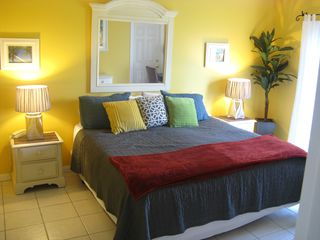 Hutchinson Island condo photo - Huge Master, memory foam topped bed, fresh linens with flat screen HDTV!