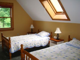 Middletown Springs house photo - Bedroom with three twin beds