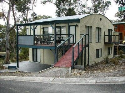 Lorne house rental - Cottage-style Lorne holiday rental on quiet street
