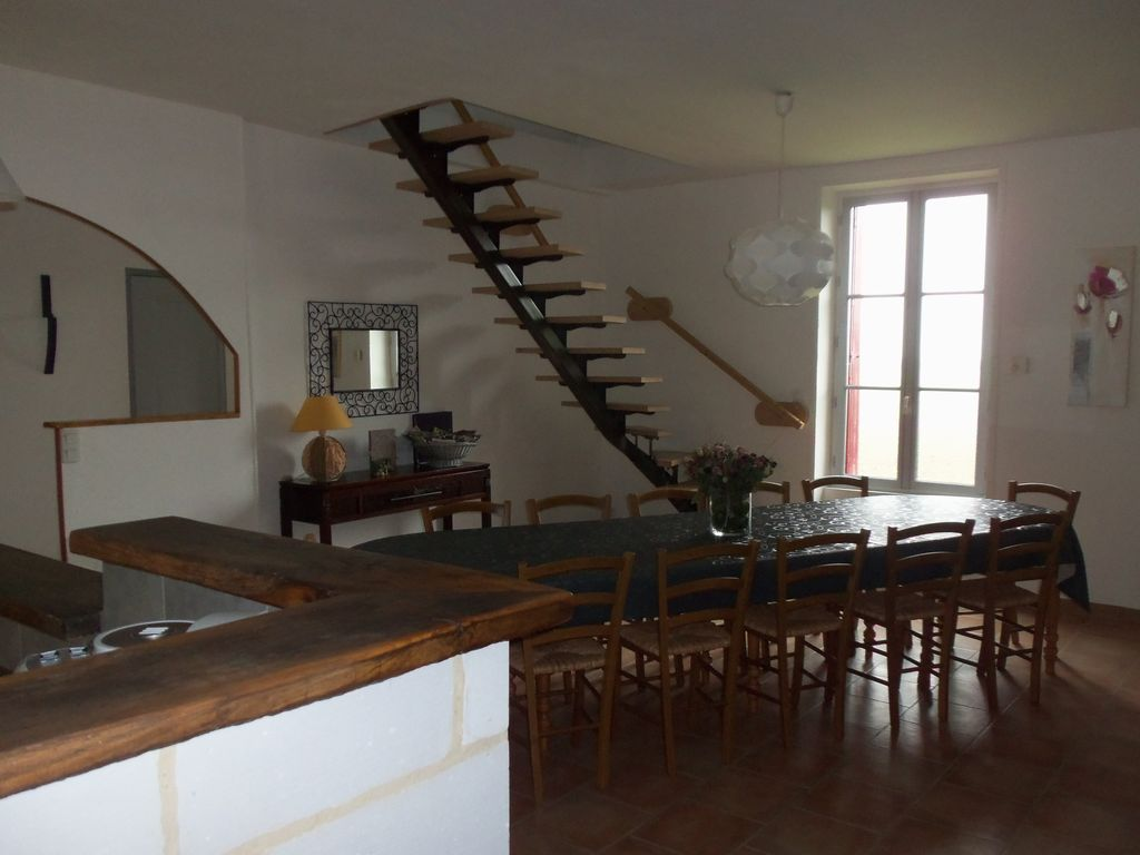 Accommodation near the beach, 260 square meters, with garden