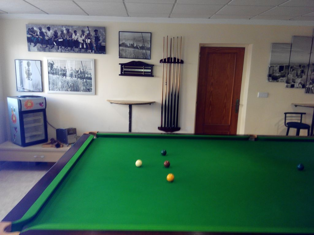 Check - Taille table snooker ...