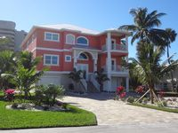 NEW House 2017, 3 min walk to the beach 10 to Times Square, heated pool and more