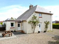 PUFFIN HOUSE, pet friendly, with a garden in Eyemouth, Ref 27012