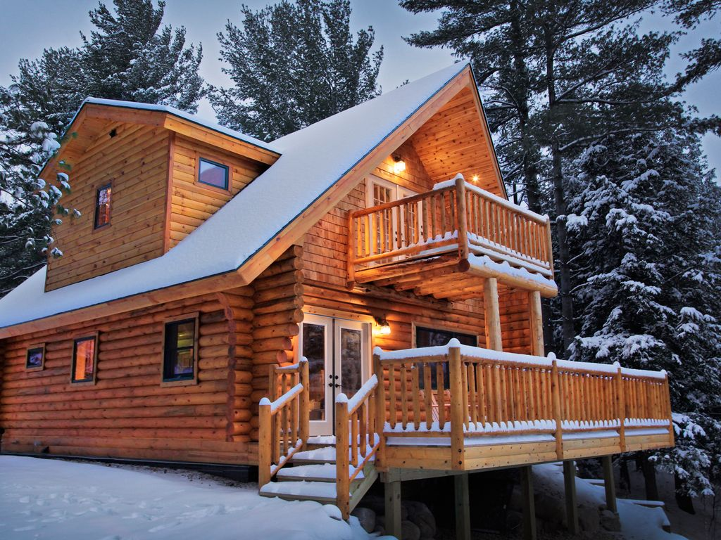 Adirondack log home with riverfront homeaway wilmington for Vacation log homes