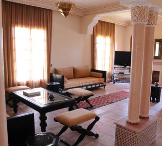 Gueliz villa rental - Living room with fireplace and flat screen TV