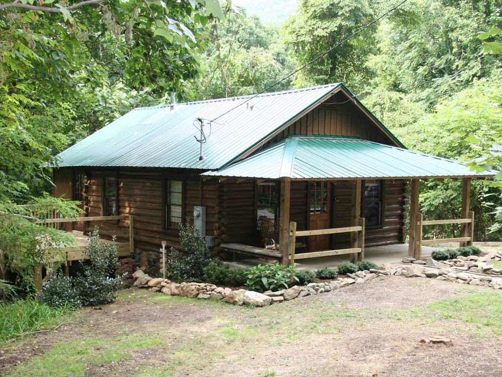 Romantic 1921 log cabin close to downtown vrbo for Asheville area cabin rentals