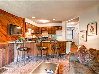 Breckenridge condo photo - Large Breakfast Bar Seating Area