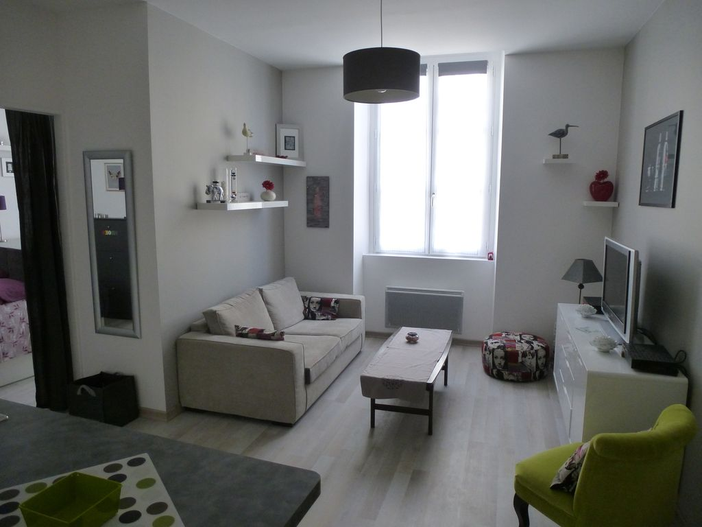 H tel de ville quinconces location de vacances for Location appartement cub bordeaux