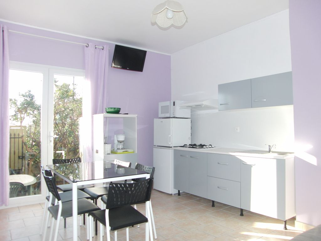 Close to beach. Charming Garden apartment in villa for 5 people
