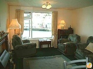 Looe apartment rental - Sitting/dining room