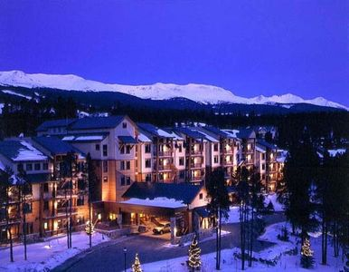 Luxurious Valdoro Mountain Lodge conveniently located on Peak 9 and in-town.