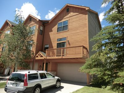 Silverthorne townhome rental - Front view, end unit