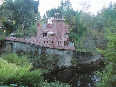 Ben Lomond castle rental - Side View of Howden Castle and river access