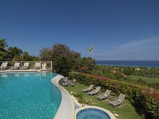Montego Bay villa photo - Infinity edge pool cascades down to the lower lawn and hot tub.