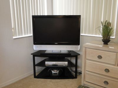 "Sunset Lakes house rental - 37"" Flat Screen TV in Master Bedroom"