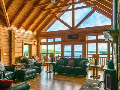 Luxurious Lake-Front 6 Bedroom Villa near the Great Smoky Mountains, Sleeps 16