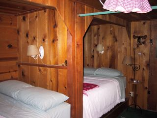 Lake Arrowhead cabin photo - Bunk room
