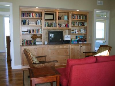 Sitting area on entry level offers library w/ 300+ great books, games, movies...