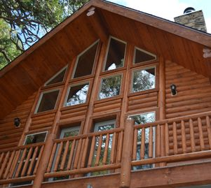 Alta Sierra cabin rental - Glass prow with treehouse view.