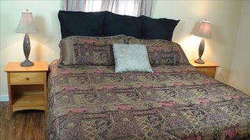 The Peach Room. King bed, twin chaise lounge. Call us toll free 800-997-1124.