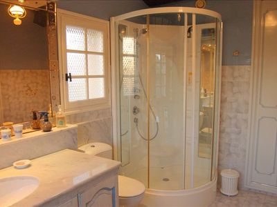 Shower master bedroom