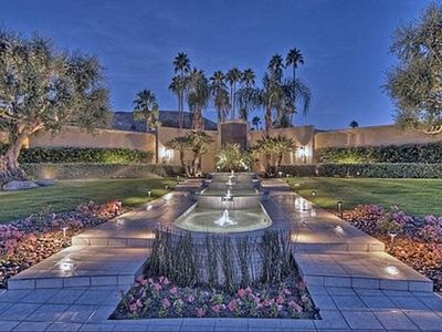 Palm Springs house rental - Front of house with four-level cascading fountain