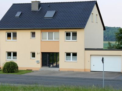 Bright and cheerful decorated holiday home, with a vieuw on the beautifull wide Eifel landscape