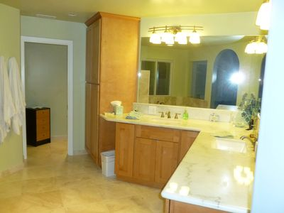 Chico house rental - El Monte Master suite bathroom with double sinks